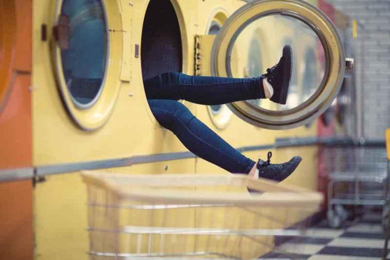 weisse schuhe in der waschmaschine waschen