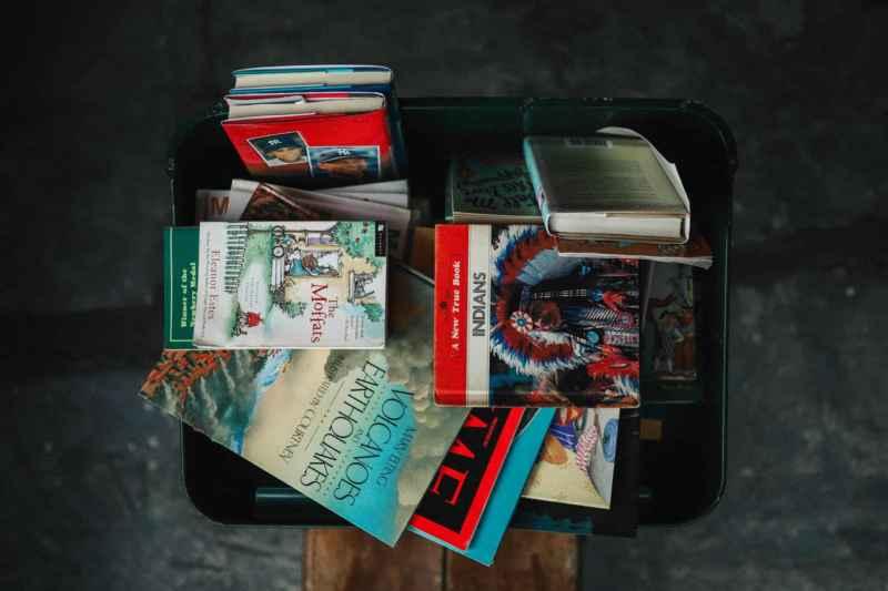 Kiste voll mit Bücher