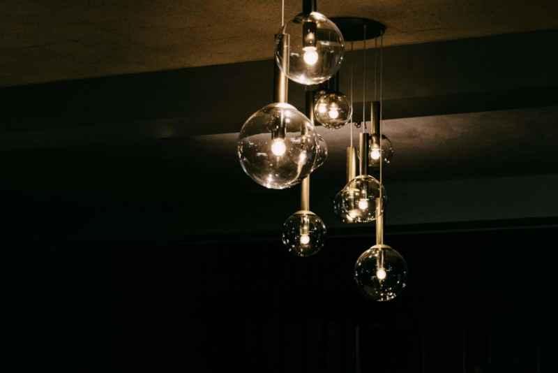 Lampe montieren: in 7 Schritten und ohne Vorwissen!