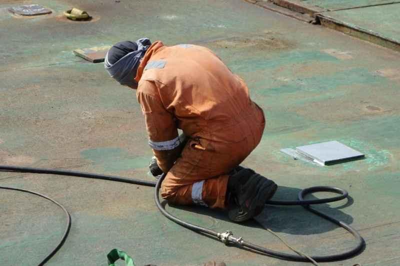 Schutz beim Dachpappe entfernen