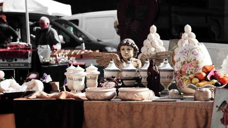Porzellan auf dem Flohmarkt entsorgen
