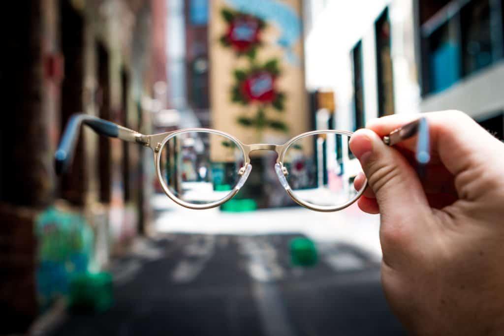 Brille mit Kunststoff