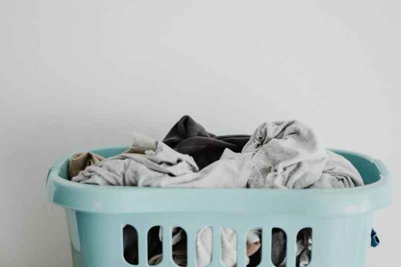 Wäsche riecht muffig: Ursachen und Lösungen