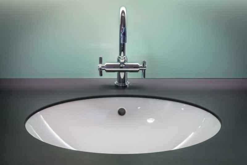 waschbecken überlauf reinigen mit hausmittel