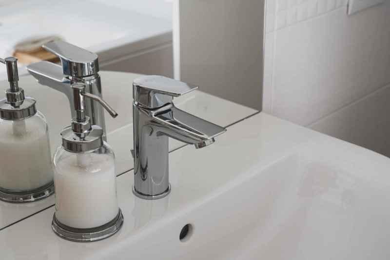 Waschbecken Überlauf reinigen: So schnell geht es!