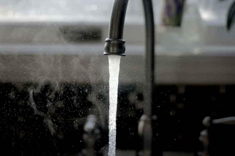 Wasser entkalken: So funktioniert es in wenigen Schritten!