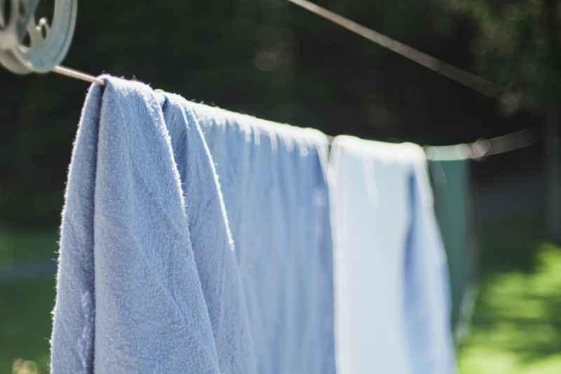 Bettwäsche und Handtücher waschen